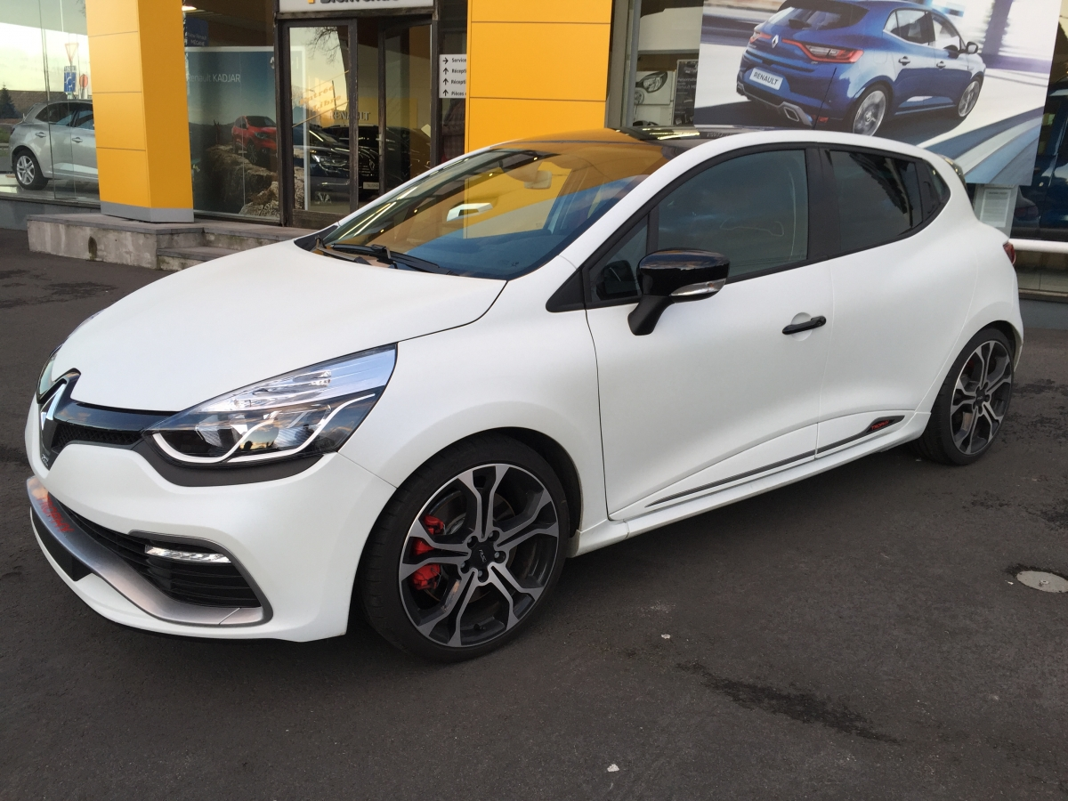renault clio rs trophy 220 edc limited edition drive differently sport luxury and original. Black Bedroom Furniture Sets. Home Design Ideas